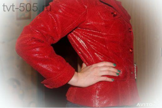 Куртка кожаная (выделка под змеиную кожу) красная р. 44/46